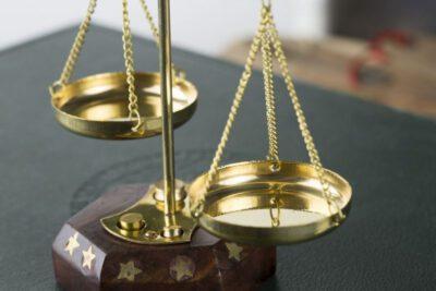 wybór dobrego adwokata